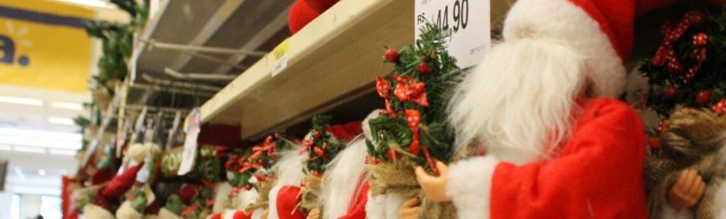 Metade dos consumidores que irão presentear no Natal devem usar o 13º nas compras, mostram SPC Brasil e CNDL